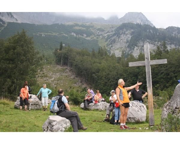 Guided hike to the Ellmauer Steinkreis
